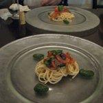 トラットリア エ ピッツェリア アミーチ - 冷製パスタ ジェノベーゼとトマト