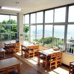 おみやげ・お食事処 神田家 - 1階 270度ガラス張りの食堂コーナー