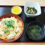 おみやげ・お食事処 神田家 - 『筑波地鶏の親子丼』 山麓育ちのさわやかで柔らかい地鶏をたっぷりと使用