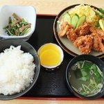 おみやげ・お食事処 神田家 - 『地鶏のからあげ定食』 ご飯は幻の献上米 地元の'北条米コシヒカリ'を使用