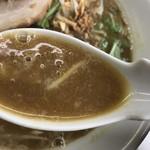 62311039 - カレーラーメンのスープはこんな感じ