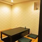 江戸前鮨と鶏 和暖 - 店内(小上がりの座敷)
