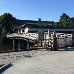 Kanda Coffee - ここから入ります9時オープン、平川門