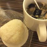カンダコーヒー - 昨日の米花のオニギリ〜♪結構美味しい味噌汁