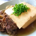 日々一献 - 料理写真:【日々一献名物!】肉豆腐280円(税込302円)…牛スジ肉がどっさり♪