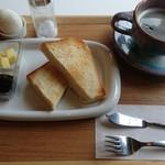 cafe 帆呂 horo - モーニングのAセット。茹で玉子、コーヒー付き。