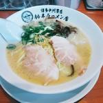 博多中洲屋台 鈴木ラーメン店 - ラーメン 670円(税込) チャーシューの他は小口切りの青葱、きくらげ、白胡麻。