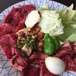 焼肉なんざん - 牛カルビと牛ロース・和牛ホルモン