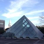 62326606 - こちらのビルは新宿のルーブルと言われています(ウソです)