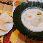 ムッチーズ カフェ - やわらかカブのホワイトシチュー  (トースト付き)   ¥980