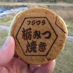 藤原養蜂場 ジェラートワン - 栃みつ焼き 120円 (2016.12)