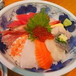 焼津さかなセンター 山水 - 特選海鮮丼 \1,500-