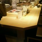 豚屋とん一 - 1Fカウンター前のオープンキッチン