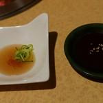 錦へんこつ - タレは2種類