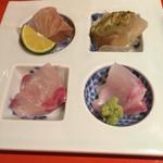 和酒和食の坂 - お造り(シマアジ、ハタ、真鯛・平目・ボタン海老の昆布締め)