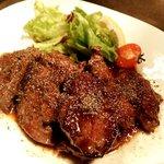 イニミニマニモ - 特選牛ハラミ肉のステーキ オリジナルシャリアピンソース