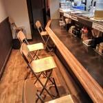 麺処 韋駄天 - カウンター席だけのお店です。