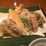 手打そば 尾沼 - 天ぷらです。丁寧に揚げています。