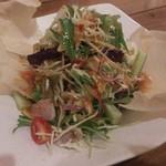 タイ屋台料理&ヌードル オシャ - ・オシャサラダ 690円(税別)