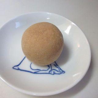 清月堂 - 料理写真:白餡の上品な美味しさを黄身餡とバターで練りこんだ生地で包んだ可愛らしいお饅頭です。