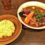 62359155 - 「特大はみでるBBQポークリブのハッピー肉イヤーのスープカレー!!」1,200円