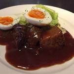 モデスティ - 豚肩ロースやわらか煮 八丁味噌風味   半熟卵添え  980円