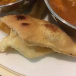 インダス - パパド。豆の粉を揚げたもの。