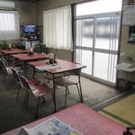 犬塚食堂 - 小上がり席から・・パチり。
