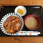 豚丼 とんじゃく - 料理写真:豚丼、650円です。