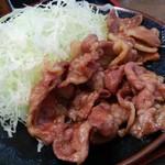 とんかつ 麻釉 - 甘辛い味のしょうが焼きは、濃い味付けでご飯が進みます。