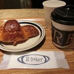 R Baker Inspired by court rosarian - ブルゴーニュ産のバタークロワッサンとカフェオレ