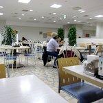 レストラン スワン - 白を基調とした広いフロアです