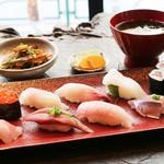 乃木坂 炭 - お寿司・おまかせ8貫と巻物