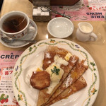 62387609 - 本日のクレープ(ココナッツムースとバニラジェラート) 香りの紅茶(ウバ)