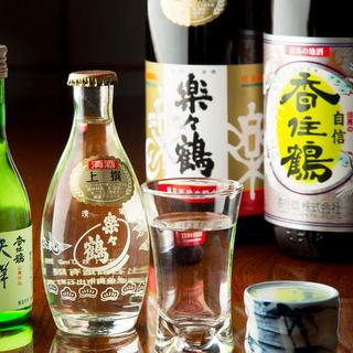 地元の日本酒や焼酎を種類豊富に取り揃え