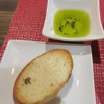 リンコット - パンとオリーブオイル。 オリーブオイルが美味しくて、パンをおかわり。