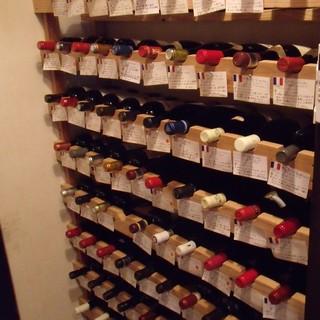 常時約120種類のワインをご用意。