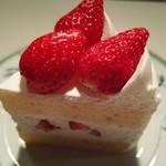 パティスリー・キハチ - 料理写真:二番人気ショートケーキ