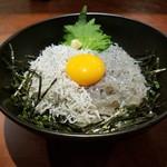 しらす専門店 SEALAS - 料理写真:ランチ限定の特選Wしらす丼