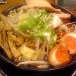 うま煮ラーメン 醤 - 極み盛り うま煮醤油ラーメン 「中太麺」(990円)税別