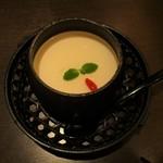 想吃担担面 - 正式杏仁豆腐 単品 400円・担々麺とセットで +100円(税込)。