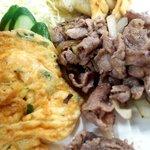 鳳春軒 - オムレツに牛肉炒め