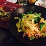 Dining & Bar LAVAROCK - スモークサーモンとブロッコリーのフィットチーネ