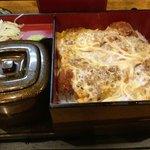 甚六 - 合せカツ重の、カツ丼 カツ丼は、やや多めのミニカツ重サイズ...