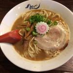 麺や 紡 - 熟成らー麺(魚介系鶏清湯醤油味)
