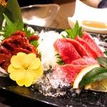 Misaki - レバー(馬刺し)& タン刺し(馬刺し)  馬のレバーとタンが食べれるお店は超貴重! レバーうまし!