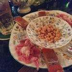 フロム・ロンドン・カフェ - 即興で作ってもらったオツマミ。これで500円!