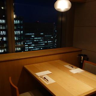 夜景が見える個室や和個室で日頃の喧騒を忘れおくつろぎ下さい。