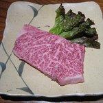 伴 - 料理写真:【霜降りロース】牛肉の王者A5黒毛和牛の霜降りロース。塩コショーで食べれば、甘く口の中でとろけます。(\2800)
