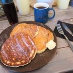 ルサ ルカ - クラシックパンケーキとコーヒー